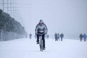 Ochromená doprava i výpadky proudu. Sněhové bouře v Německu, Belgii a Nizozemí