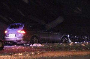 """Divoká honička s policisty ve sněhové vánici: Podezřelý vůz """"sejmul"""" až pás"""