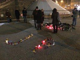 Den smrti Jana Palacha: K Národnímu muzeu přišly zavzpomínat desítky lidí