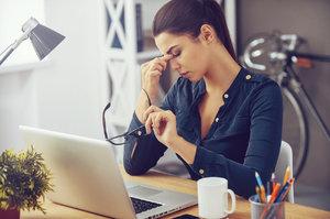 Cítíte se často unavení? Příčinou může být nemoc štítné žlázy!