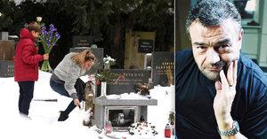Deset let od smrti Karla Svobody (†68): Vendula a syn Jakub vzpomínali u hrobu!