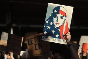 Trump neřešil zákaz vstupu muslimů s ministry. Na letištích byl chaos
