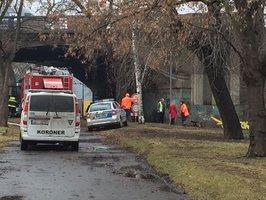Pod Hlávkovým mostem uhořel člověk: Jeho tělo při zásahu objevili hasiči