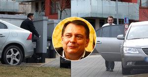 Jiří Paroubek: Bez manželky, ale na ulici hází úsměvy!