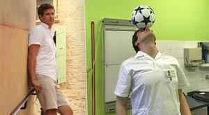 Mistr světa ve fotbale pracuje v Nemocnici Na Bulovce. Jako ortoped