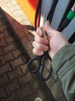 »Jdu přepadnout benzinku!« oznámil psychopat policii, na obsluhu pak vytáhl nůžky!