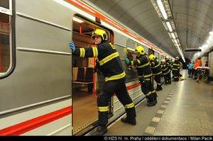 Muž spadl z nástupiště do kolejiště: Metro na lince B částečně nejezdilo