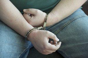 Nenapravitelný zloděj (33): Kradl bonboniéry, přáníčka i zavařené okurky, hrozí mu tříleté vězení
