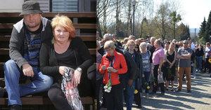 Překvapený syn Špinarové dva dny po pohřbu mámy: Tohle od fanoušků nečekal!