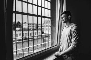 """""""Až vyjdu, bude to lepší."""" Kuřimská věznice chrání mladé vězně před ostřílenými trestanci"""