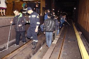 Nevidomí si během výluky osahali metro. Spadnout do kolejiště už se nebojí