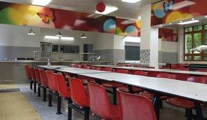 Praha 10 přispěje školním jídelnám. Ať mohou děti jíst čerstvé ryby a saláty