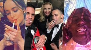 Zákulisí módní akce roku Met Gala: Kouření, hamburgery, selfie i výbuchy smíchu
