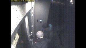 Zloději se ve Zbraslavi vloupali do firmy: Odnesli si přes milion korun, poznáte je?