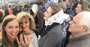 Všichni sem! Sestry Geislerovy svolávaly veřejnost k protestu proti Babišovi a Zemanovi