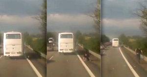 Z autobusu na D1 vypadl cestující! Řidič si toho ani nevšiml