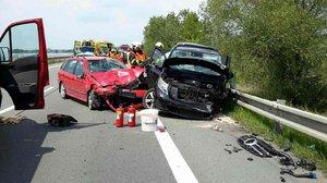 Na Žďársku se čelně střetla dvě auta: Čtyři lidé se zranili