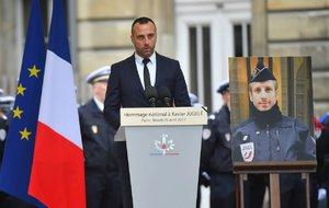 Policistu zabil v Paříži terorista. Nyní měl posmrtně svatbu s partnerem