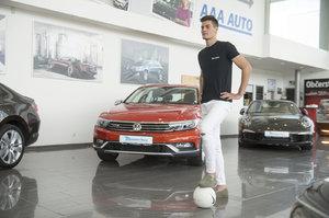 Fotbalový talent Schick má šik auto. Bude ho mít jako domácí jistotu