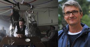 Natáčení filmu Po strništi bos: Do skutečné hospody museli nacpat celý štáb a dva nervózní koně!
