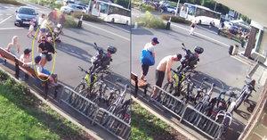 Zloději u bazénu v Podolí ukradli kola za 30 tisíc. Bezstarostně na nich odjeli