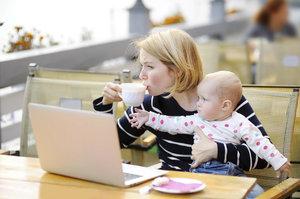 Mladí tráví na internetu až 3 hodiny denně: 1,5 milionu Čechů ho nikdy nevyzkoušelo