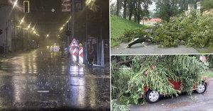 Problém každých 10 vteřin, plachty na trolejích, zdemolovaná auta i nouzové přistání letadla – tak vypadala bouře nad jihem Moravy