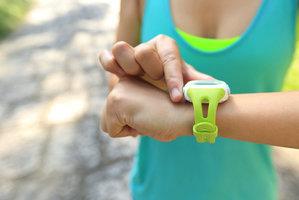 Hodinky a náramky na sport a hubnutí: Stačí levné, nebo je dobré si připlatit?
