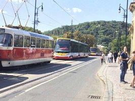 Omezení tramvají v centru pokračuje. Dělníci opraví trať od Palackého náměstí po Národní divadlo