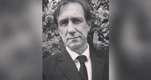 Jan Antonín Duchoslav alias Viky Cabadaj šokoval na Facebooku: Fotka z pohřbu táty