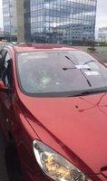 Válka taxi vs. Uber: Za rozbité čelní sklo při demonstraci dostal taxikář prospěšné práce