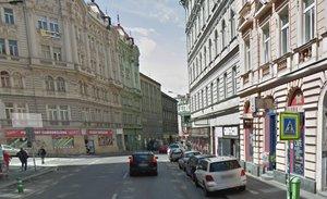 Husitskou ulici čekají od března uzavírky: Praha 3 začne s rekonstrukcí silnice a chodníků