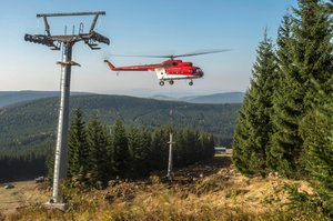 Ve Špindlu bude nová čtyřsedačková lanovka: Stavěl ji i vrtulník!