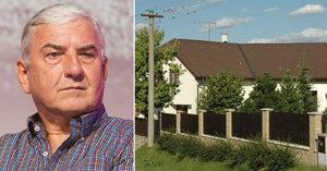 Chalupa Miroslava Donutila na Vysočině: Co říkají o herci místní?