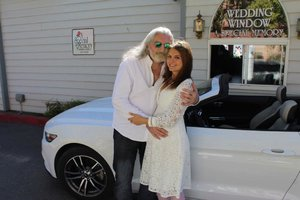 Hůlka se tajně oženil! V Las Vegas u okýnka v autě!