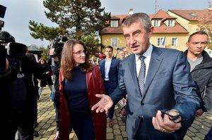 Svět o volbách v Česku: Euroskeptická jízda v čele s pochybným miliardářem