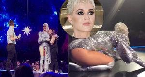 Fanoušci Katy Perry jí vlezli na pódium: Lesbická žádost o ruku!