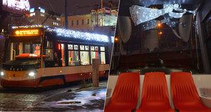 Vánoční tramvaj zdobí 9 tisíc světýlek: Cestující sveze na lince 9 a popřeje i klidné svátky