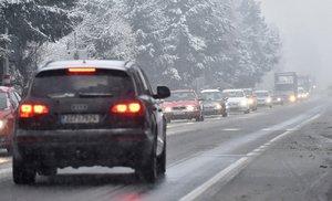 Sněhová kalamita na Vysočině: D1 bude klouzat, ráno bylo už 16 nehod