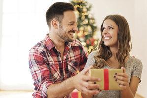 Vánoční manuál pro muže: Co od vás chceme a co nám nekupujte!