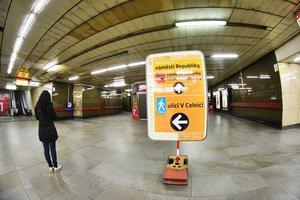Na náměstí Republiky uzavírají jeden z výstupů metra: Do Palladia potrvá cesta mnohem déle