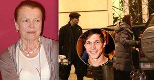 Janžurová pod křídly mladého Igora Orozoviče: Nosí jí tašky, dělá jí řidiče!
