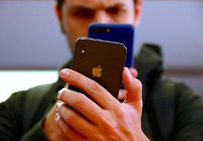 """""""Řešte závislost dětí na mobilech,"""" dorážejí akcionáři na výrobce iPhonů"""