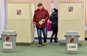 10 milionů na kampaň a šibeniční čas na průkazy. Co bude ve 2. kole prezidentských voleb?