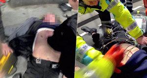 VIDEO: Drama na Muzeu! Muži se zastavilo srdce, strážníci ho oživili pomocí elektrických výbojů