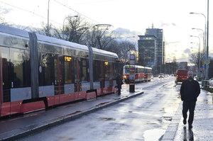 Praha v noci uzavře pro tramvaje a auta Libeňský most: Je v havarijním stavu, město ho plánuje podepřít