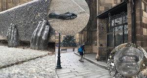 V Plzni někdo rozhazuje kusy lidských těl! Záhadné plastiky se objevily u katedrály, divadla a synagogy