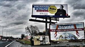 Opuštěný přívěs je ostudou Jižní spojky: Praha vyzvala majitele k jeho odstranění. Bydlí v něm ale squatteři