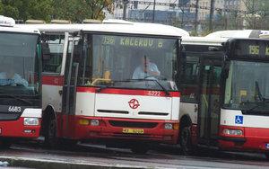 Praha si na nové autobusy musí počkat. ÚOHS zakázal Dopravnímu podniku uzavřít smlouvu s dodavatelem