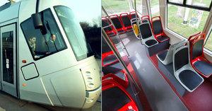 """Další """"Porsche"""" se vrací do ulic Prahy. Zmodernizovaná tramvaj má širší uličky a brázdí trať linky 17"""